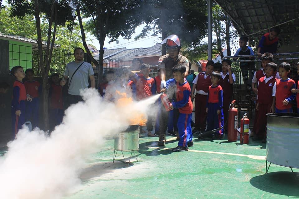 Thematic Studies (Thesis): Penanggulangan Bencana: Kebakaran, Gempa Bumi dan P3K Depok, 18 November 2019